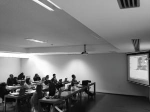 Moodle + Wetransfer + Aulas Gravadas + Skype Talk.